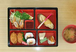 栄養士による献立で、入居者に適した食事を提供致します。